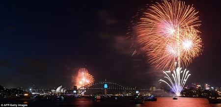 Người dân Sydney sớm đổ ra đường từ sáng để tìm được cho mình một chỗ ngắm pháo hoa ưng ý.
