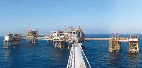 Giá dầu giảm: Kinh tế Việt Nam được và mất