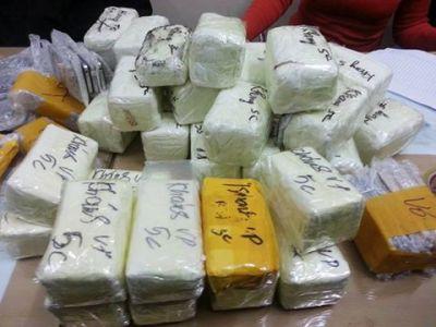 Bắt vụ buôn lậu hơn 500 điện thoại di động được hóa trang tinh vi