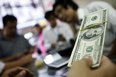 Giá USD đồng loạt tăng mạnh sau quyết định điều chỉnh tỷ giá