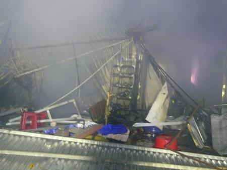 Nhiều căn nhà bị thiêu rụi hoàn toàn sau vụ cháy.