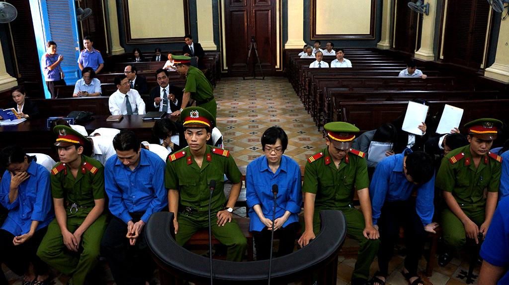 Quanh cảnh trước giờ bước vào buổi xét xử cuối cùng vụ đại án kinh tế Huyền Như và đồng bọn