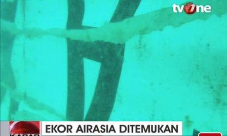 Tìm thấy phần đuôi chứa hộp đen của máy bay AirAsia gặp nạn