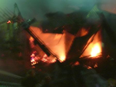 Vụ cháy xuất phát từ một tiệm vàng sau đó lan nhanh qua các căn nhà khác trong chợ.