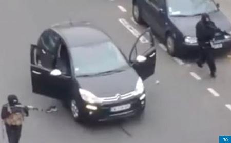 Hình ảnh 2 nghi phạm được camera ghi lại. (Ảnh: