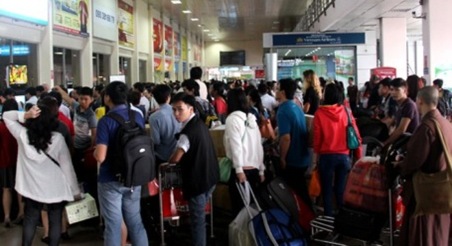 Nhân viên sân bay Nội Bài moi kiện hàng, trộm 16 điện thoại Samsung
