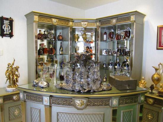Tủ rượu mặt kính tạo không gian sang trọng