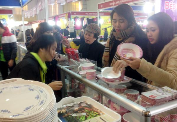 Dân Việt ăn Tết 'made in ThaiLan': Đủ nước chấm, hương thơm