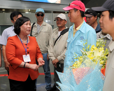 Bộ trưởng Phạm Thị Hải Chuyền gặp gỡ lao động XKLĐ về nước