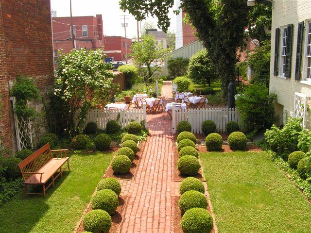 Bài trí sân vườn theo phong thủy mang lại cuộc sống an lành
