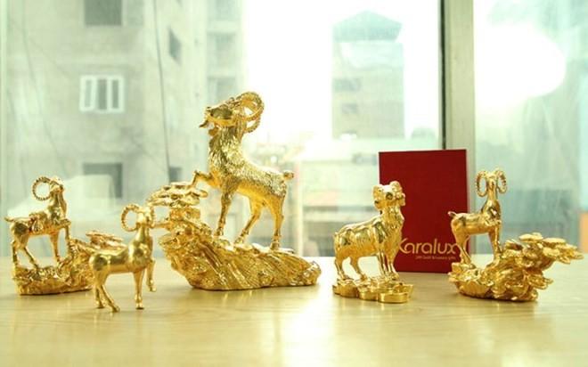 Bài trí tượng dê phong thủy mạ vàng 24K giá nửa tỷ hút tài lộc, vận may và đây cũng là món quà tết độc đáo