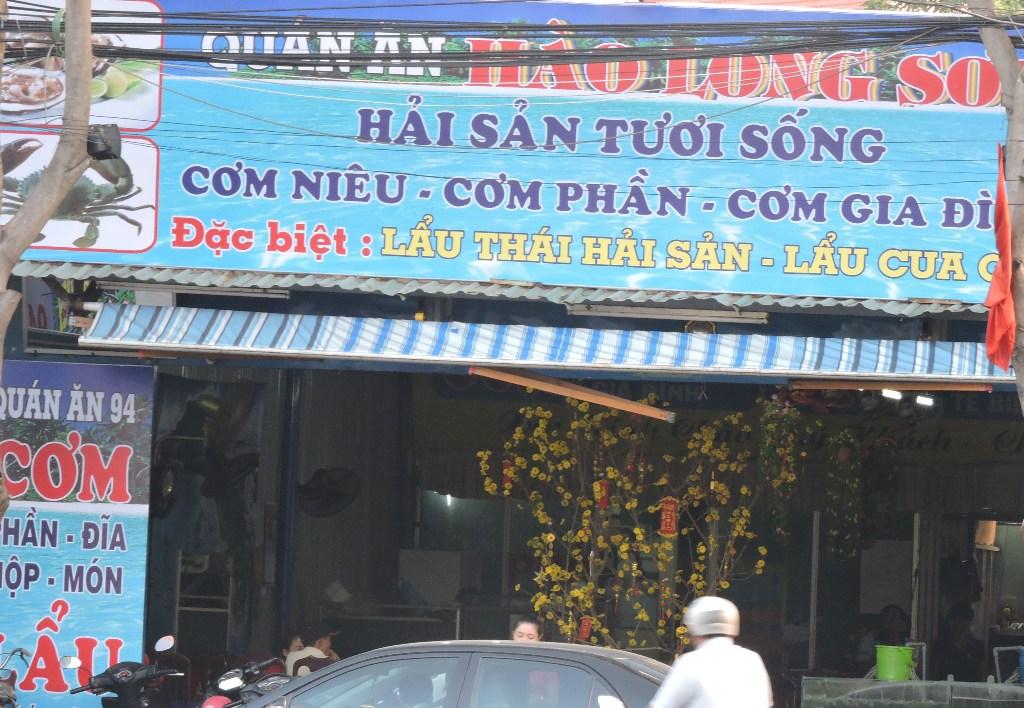 Quán Hào Long Sơn lại xảy ra sự cố với khách du lịch.