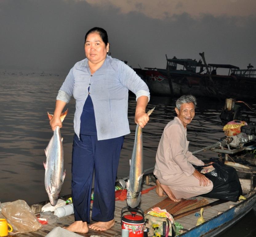 """Kiếm tiền triệu nhờ nghề """"săn"""" cá bông lau"""