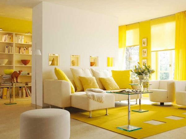 Màu vàng nắng làm bùng nổ căn phòng nhỏ