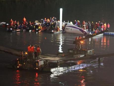 23 người chết trong tai nạn máy bay tại Đài Loan
