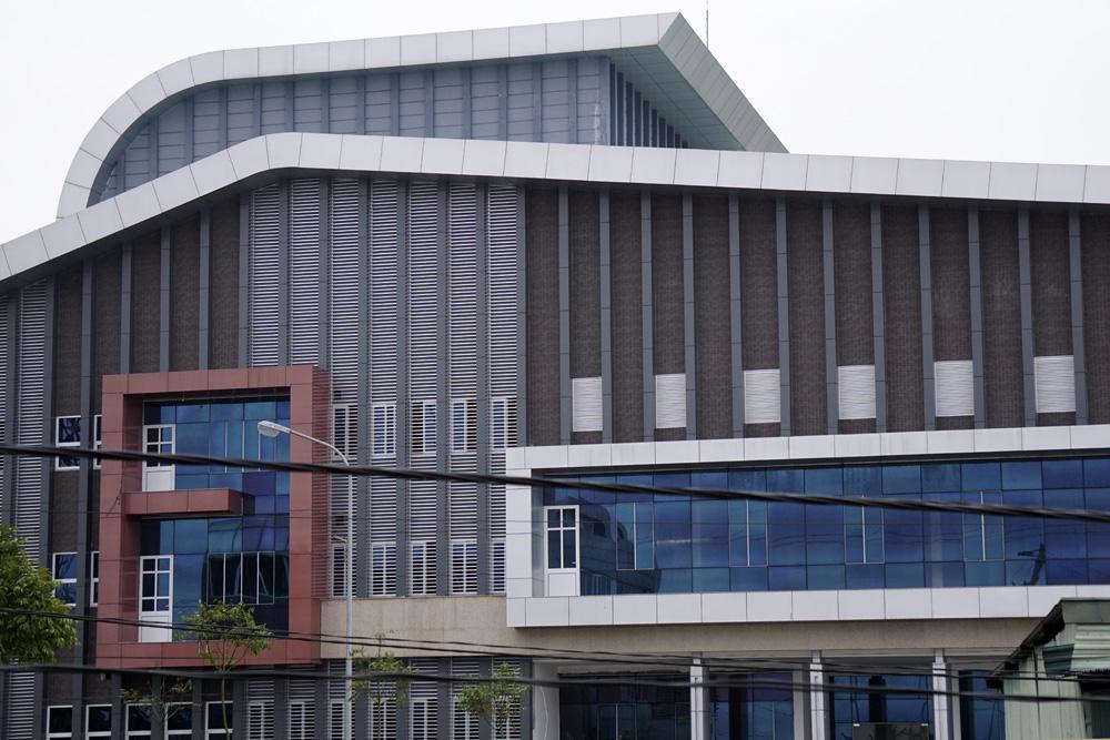 Nhà hát có thiết kế 5 tầng, các thiết bị âm thanh, ánh sáng chưa có.