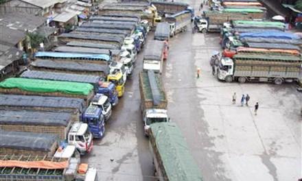 Trên 1.200 xe ô tô hoa quả ùn ứ ở cửa khẩu Tân Thanh
