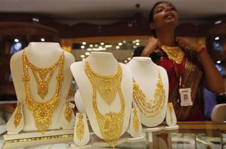 Giá vàng thế giới lao dốc mạnh nhất gần 2 tháng