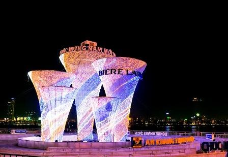 5 tháp ly được chiếu sáng lung linh