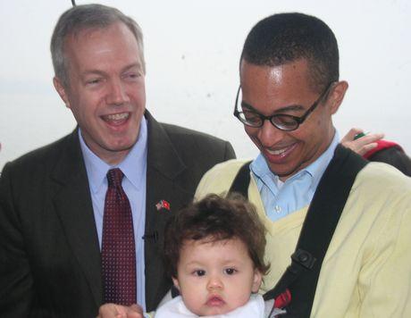 Gia đình nhỏ của Đại sứ Mỹ Ted Osius. (Ảnh:
