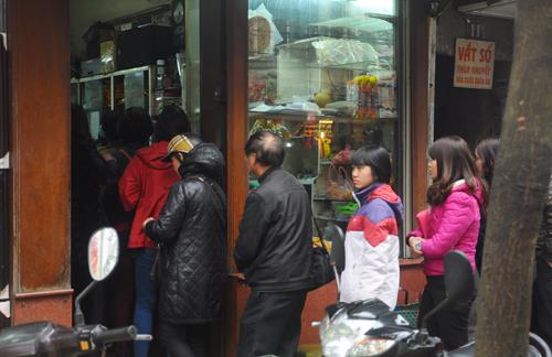 Đây được coi là một quán bán bánh chưng đặc biệt giữa lòng Hà Nội