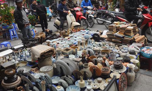 Săn đồ độc, lạ trong phiên chợ cuối năm giữa lòng phố cổ