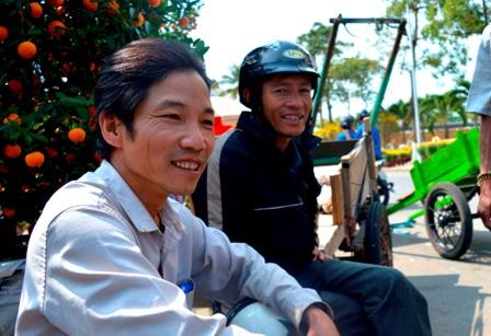Giây phút vắng khách của những người chở hoa ở chợ hoa TP Đà Nẵng