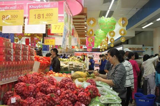 Các siêu thị vẫn đang khuyến mãi sâu nhiều mặt hàng
