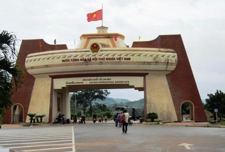 Tiếp tục ưu đãi thuế Việt – Lào trong năm 2015
