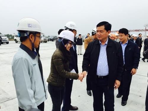 Bộ trưởng Thăng: Dự án chậm tiến độ, không thể vị nể nhà thầu!