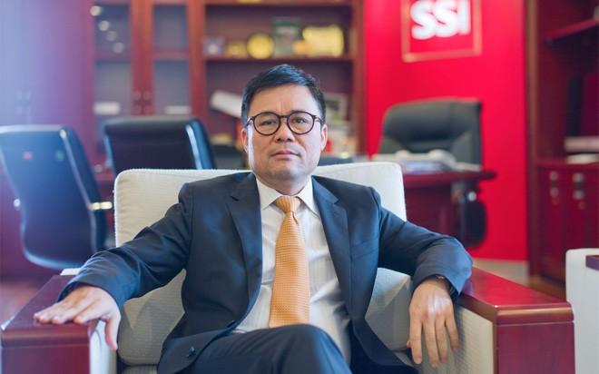 <b>Chủ tịch kiêm Tổng giám đốc SSI Nguyễn Duy Hưng</b>: Đứng đầu Công ty Cổ phần Chứng khoán Sài Gòn (SSI) - công ty chứng khoán tư nhân đầu tiên, có quy mô vốn lớn, luôn nằm ở top đầu môi giới, sức ảnh hưởng của ông Hưng với tư cách Chủ tịch SSI đến thị trường chứng khoán nằm cả ở lĩnh vực môi giới lẫn đầu tư.