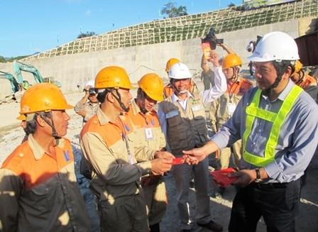 Chuyến thị sát đầu xuân của Bộ trưởng Đinh La Thăng