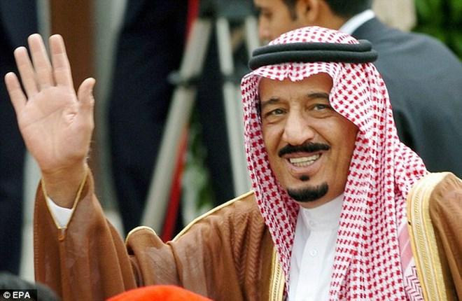 Tân vương Saudi Arabia gây sốt khi phát không 32 tỷ USD cho dân