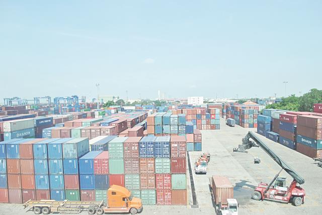 Trên 1.000 container hàng tồn đọng tại cảng Sài Gòn: Cần xử lý nhanh, tránh lãng phí