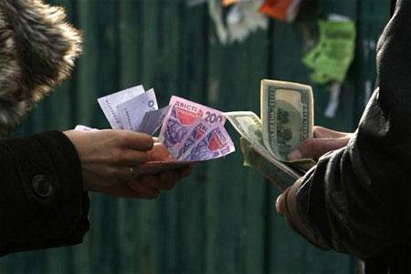 Ukraine mạnh tay tăng lãi suất để cứu tỷ giá