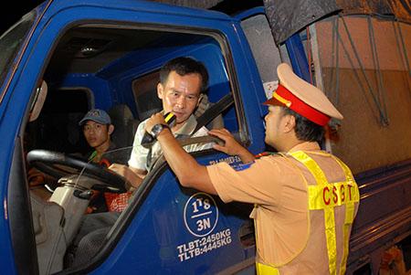 Với những xe cửa thấp, tài xế được máy đo định tính để xác định nồng cồn