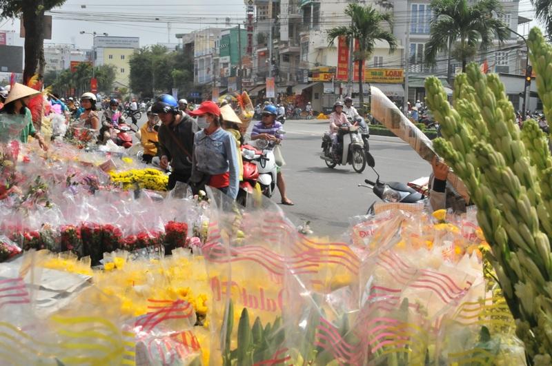 Chợ Rằm tháng giêng: Thịt cá ế ẩm, rau củ quả