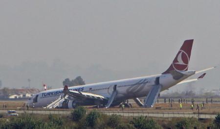 Máy bay Thổ Nhì Kỳ chở 238 người lao khỏi đường băng