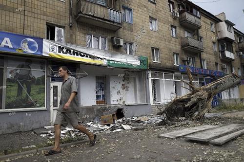Các ngân hàng đã ngừng hoạt động trong khu vực chiến sự. Ảnh: AFP