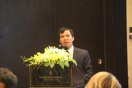 Ông Curtis W. Peterson, diễn giả chính trong buổi hội thảo.
