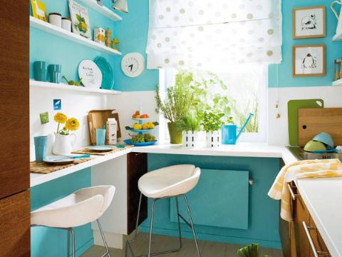 Làm mới phòng bếp bằng sự kết hợp tông mù xanh lam, trắng mang lại cảm giác dễ chịu