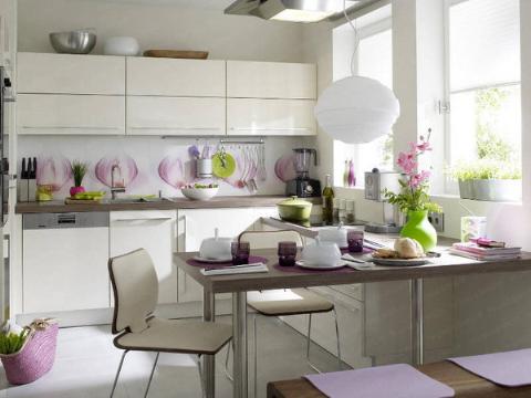 Tông màu trắng, tím sẽ làm mới phòng bếp chật hẹp