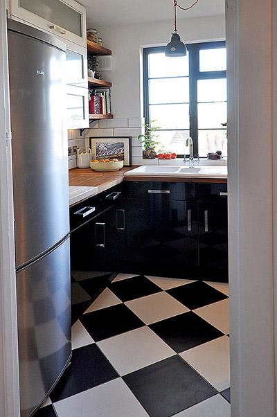 Gam màu đen trắng sẽ làm mới phòng bếp và mang lại không gian sang trọng, tinh tế