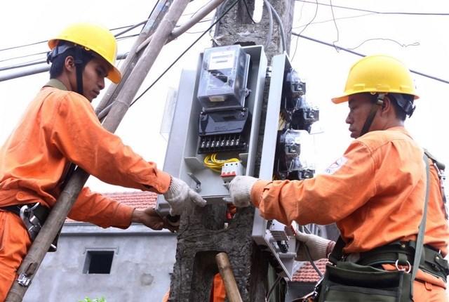 Tăng giá điện: Cứu EVN, dân è cổ gánh chi phí