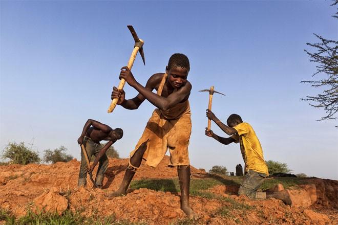 Có hàng nghìn trẻ em làm việc trên các mỏ vàng ở Burkina Faso.