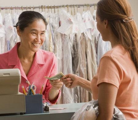 """HSBC: """"Phụ nữ châu Á có sở thích giữ tiền mặt"""""""