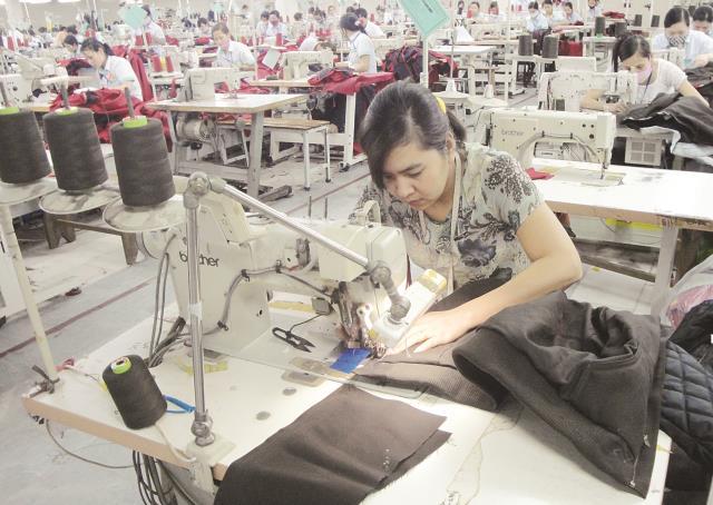 Hàng xuất khẩu lo giảm sức cạnh tranh