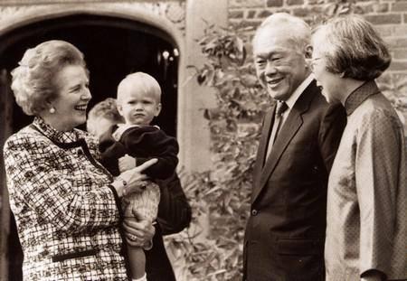 Ông Lý Quang Diệu và phu nhân (phải) gặp thủ tướng Anh Thatcher