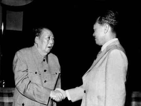 Ông Lý từng gặp gỡ nhiều nhà lãnh đạo nổi tiếng thế giới, trong đó có ông Mao Trạch Đông (trái)