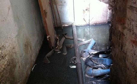 Hầu hết khu phụ, khu vệ sinh của các hộ dân đều ở trong tình trạng ao tù